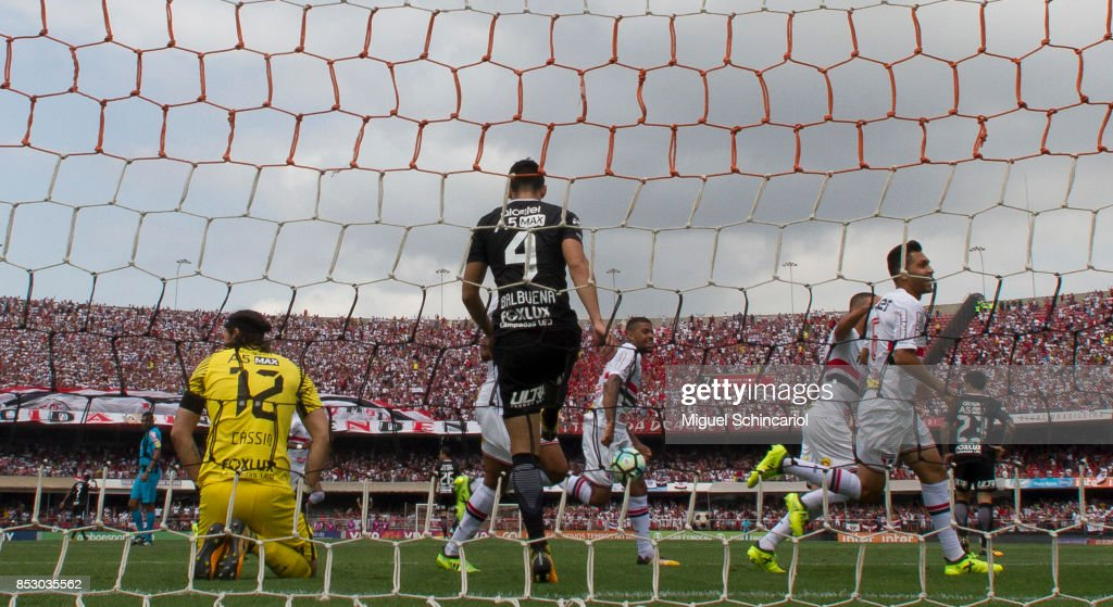 Petros (R) of Sao Paulo celebrates his goal during the match between Sao Paulo and Corinthians for the Brasileirao Series A 2017 at Morumbi Stadium on September 24, 2017 in Sao Paulo, Brazil.