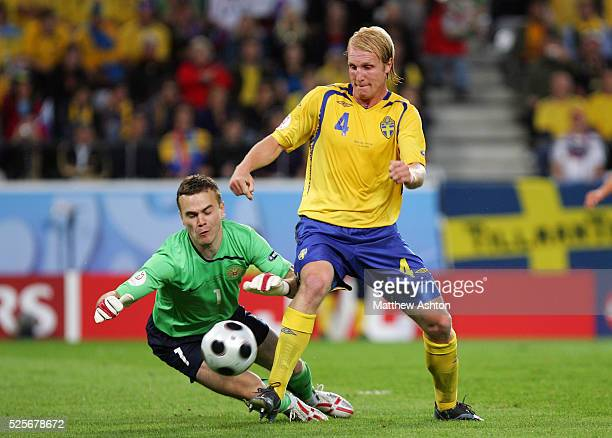 Petter Hansson of Sweden goes close to scoring but it is saved by Igor Akinfeev of Russia during the EURO 2008 preliminary round group D soccer match...