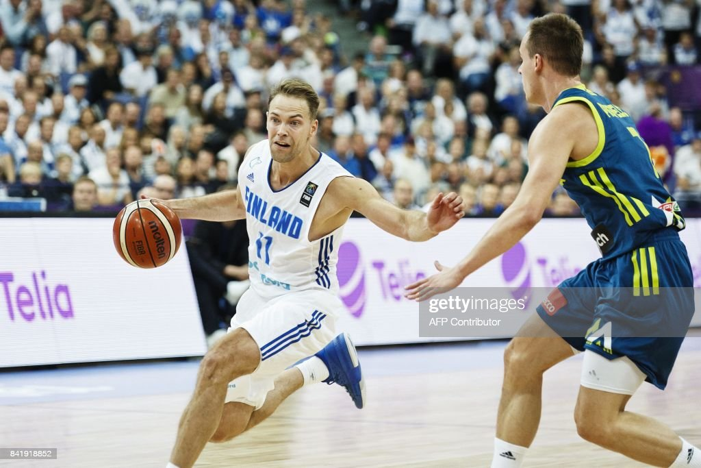Petteri Koponen (L) of Finland vies with Klemen Prepelic of Slovenia during the basketball European Championships Eurobasket 2017 qualification round match between Finland and Slovenia in Helsinki, Finland, on September 2, 2017. / AFP PHOTO / Roni Rekomaa AND Lehtikuva / Roni Rekomaa / Finland OUT