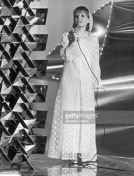 Petula CLARK singing on the French television program LE SACHA SHOW produced by Maritie and Gilbert Carpentier on March 27 1970