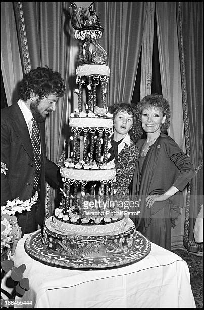 Petula Clark With Husband Claude Wolff And Their Daughter In Paris
