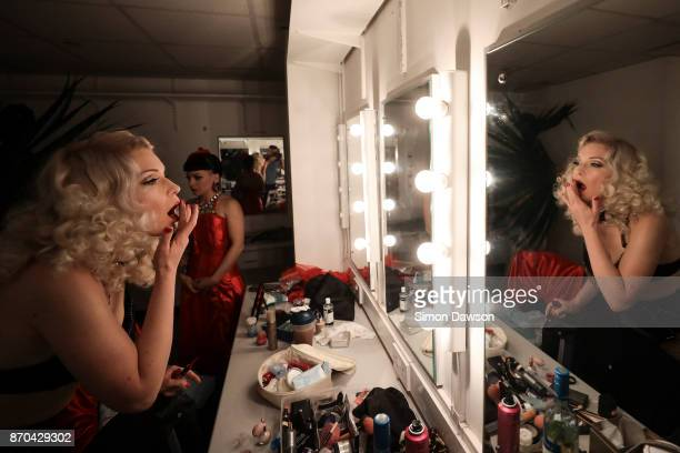 Petula Goldfever of France applies make up before performing at the World Burlesque Games 2017 on November 4 2017 in London England The World...