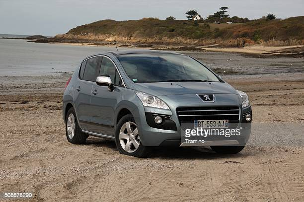 Peugeot 3008 Hybrid4 on the unmade road