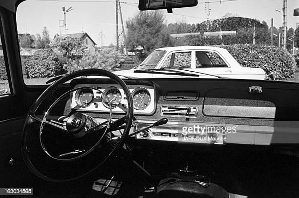 Peugeot 404 Septembre 1966 intérieur de la Peugeot 404