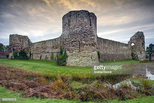 CONTENT] Pevensey Castle is a medieval castle and former Roman fort at Pevensey in the English county of East Sussex