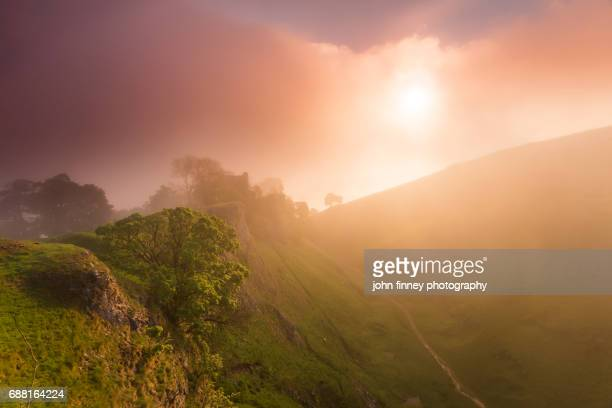 peveril castle above cave dale with a stunning colourful misty sunrise. english peak district. uk. - peveril castle stock pictures, royalty-free photos & images