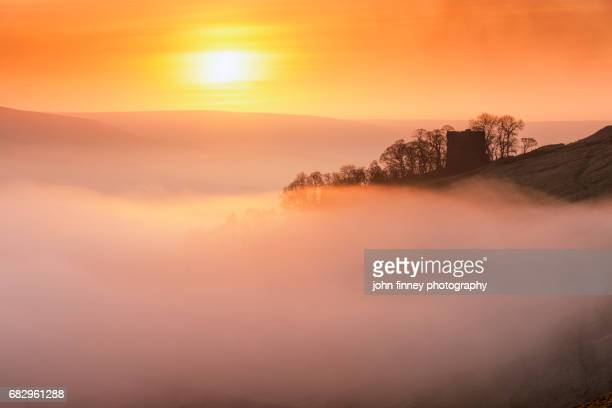 peveril castle above the fog at sunrise. english peak district. uk. - peveril castle stock pictures, royalty-free photos & images