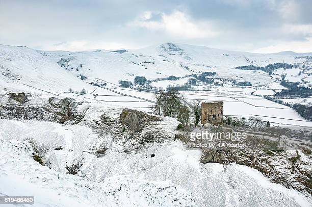 peveril castle and mam tor, peak district national park - peveril castle stock pictures, royalty-free photos & images