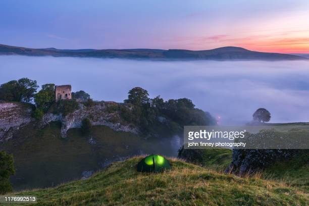 peveril castle from cave dale, foggy sunrise, castleton, english peak district. uk - peveril castle stock pictures, royalty-free photos & images