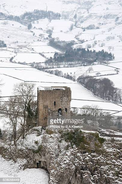 peveril castle in a snowy landscape - peveril castle stock pictures, royalty-free photos & images