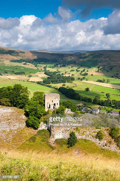 peveril castle in summer, castleton - peveril castle stock pictures, royalty-free photos & images
