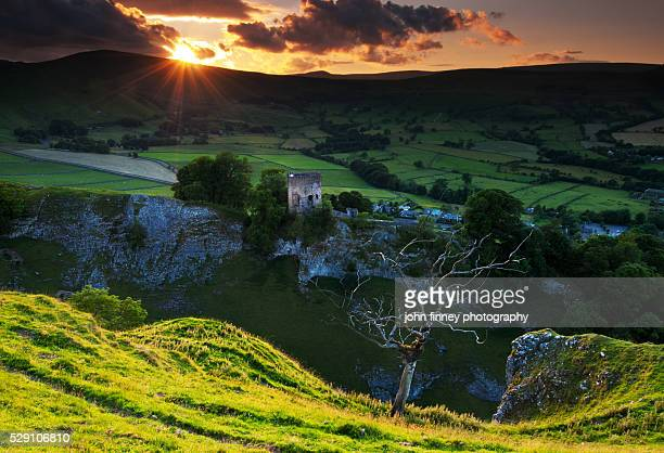 peveril castle sunset, castleton, english peak district. uk. europe. - peveril castle stock pictures, royalty-free photos & images