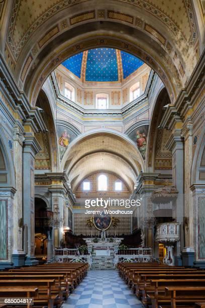 pews in ornate church - oristano imagens e fotografias de stock