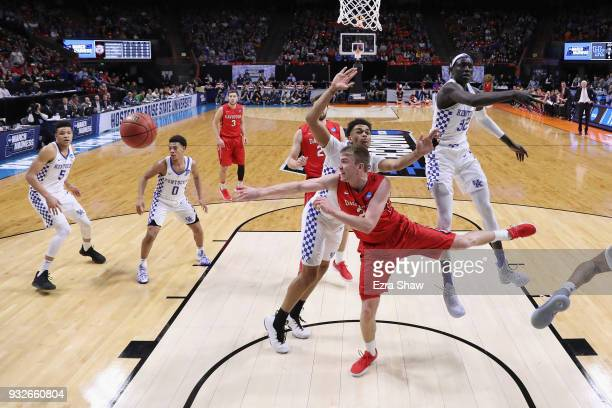 Peyton Aldridge of the Davidson Wildcats passes the ball against the Kentucky Wildcats during the first round of the 2018 NCAA Men's Basketball...
