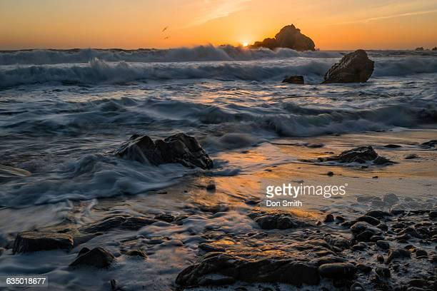 pfeiffer beach susnet - don smith stock-fotos und bilder