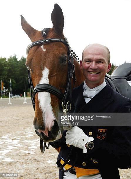 Pferdesport: Deutsche Meisterschaft 2004, Balve; Dressur / Portrait / Feature; Hubertus SCHMIDT auf Alcatraz 12.06.04.