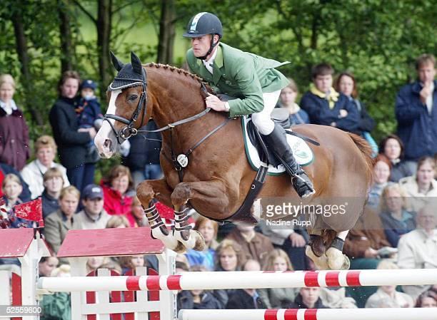 Pferdesport: Deutsche Meisterschaft 2004, Balve; Springreiten; Marcus EHNING auf For Pleasure 13.06.04.