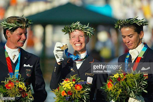 Pferdesport Olympische Spiele Athen 2004 Athen Dressur / Einzel Silber Ulla SALZGEBER / GER GOLD Anky van GRUNSVEN / NED Bronze Beatriz FERRERSALAT /...