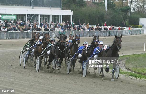 Pferdesport / Traben Ostermeeting in Bahrenfeld 2004 Hamburg Hamburger OsterPreis Sieger Patrick DE HAAN auf Go Your Own Way 120404