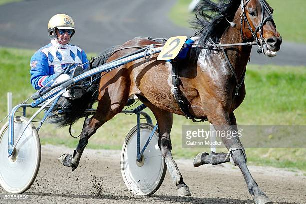 Pferdesport / Traben Ostermeeting in Bahrenfeld 2004 Hamburg Heinz WEWERING / GER mit Natrium 110404