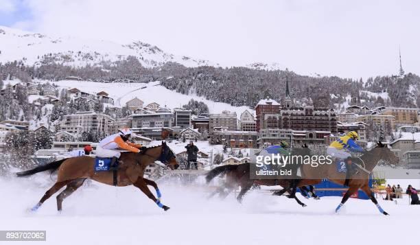 White Turf St Moritz 2014 Flachrennen 800 Meter Alexander Pietsch auf The Art of Racing Daniele Porcu auf Boccalino und Fergus Sweeney vor der...