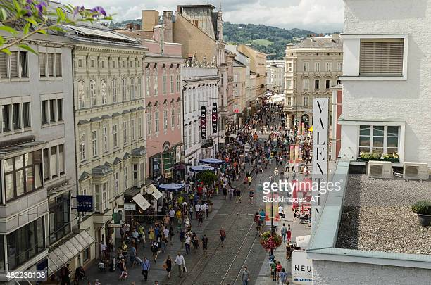 pflasterspektakel at linz landstrasse - linz stock pictures, royalty-free photos & images