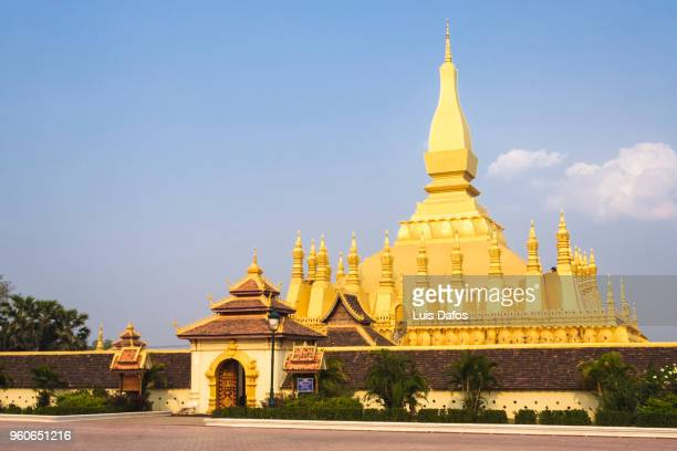 pha that luang golden stupa - stupa stock pictures, royalty-free photos & images