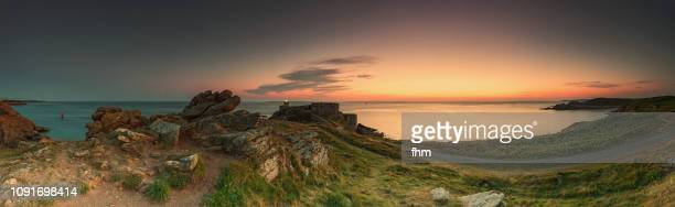 phare de kermorvan at sunset (lighthouse kermovan), france/ brittany/ finistere - ワイドショット ストックフォトと画像
