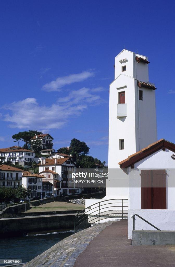 PHARE, SAINT-JEAN-DE-LUZ ET CIBOURE, PAYS BASQUE, AQUITAINE, FRANCE : News Photo