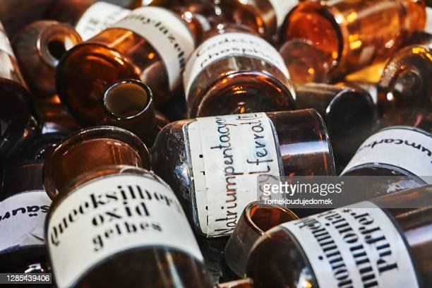 pharmacist bottles - mercury metal stock-fotos und bilder