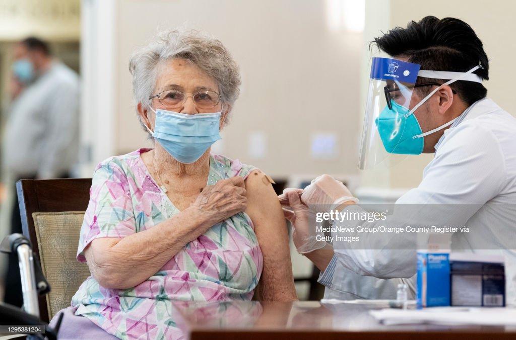 Senior facility gets COVID-19 vaccine : News Photo
