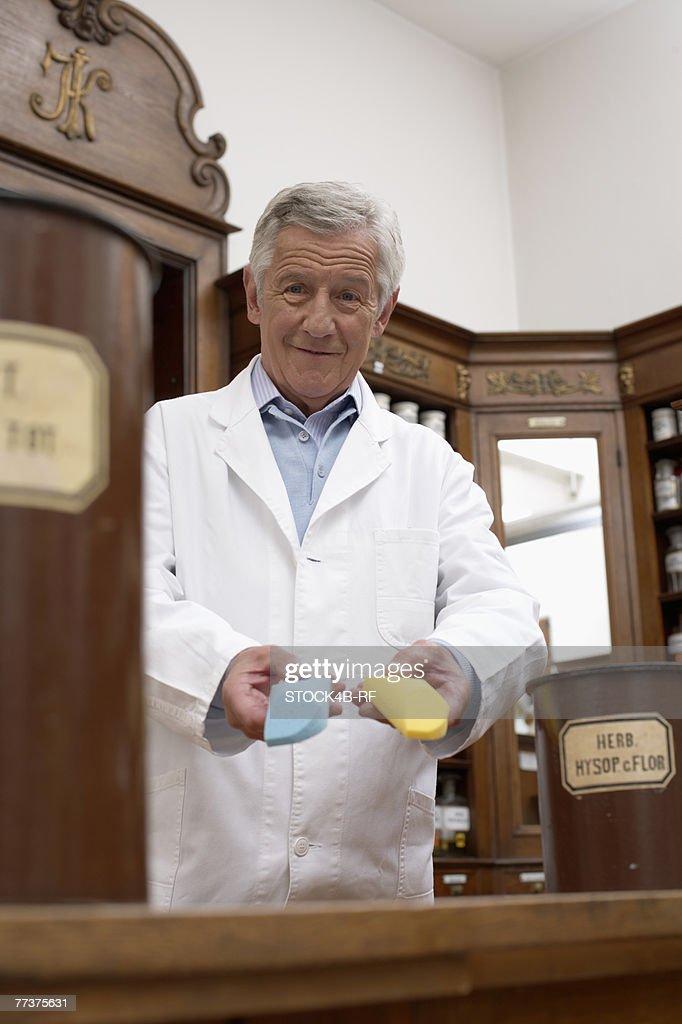 Pharmacist looking at camera : Photo