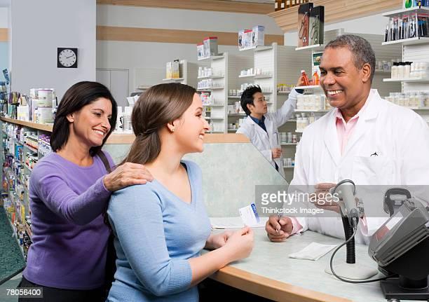 pharmacist talking to customers - thinkstock foto e immagini stock