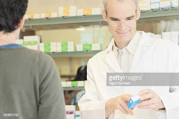 pharmacist talking with customer - sigrid gombert stock pictures, royalty-free photos & images