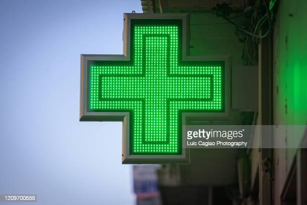 pharmacy electric sign - farmácia imagens e fotografias de stock