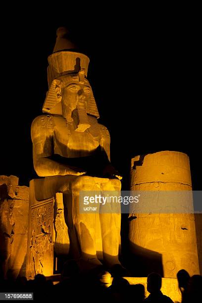 pharoh statue lit up at night - death mask of tutankhamen stock pictures, royalty-free photos & images