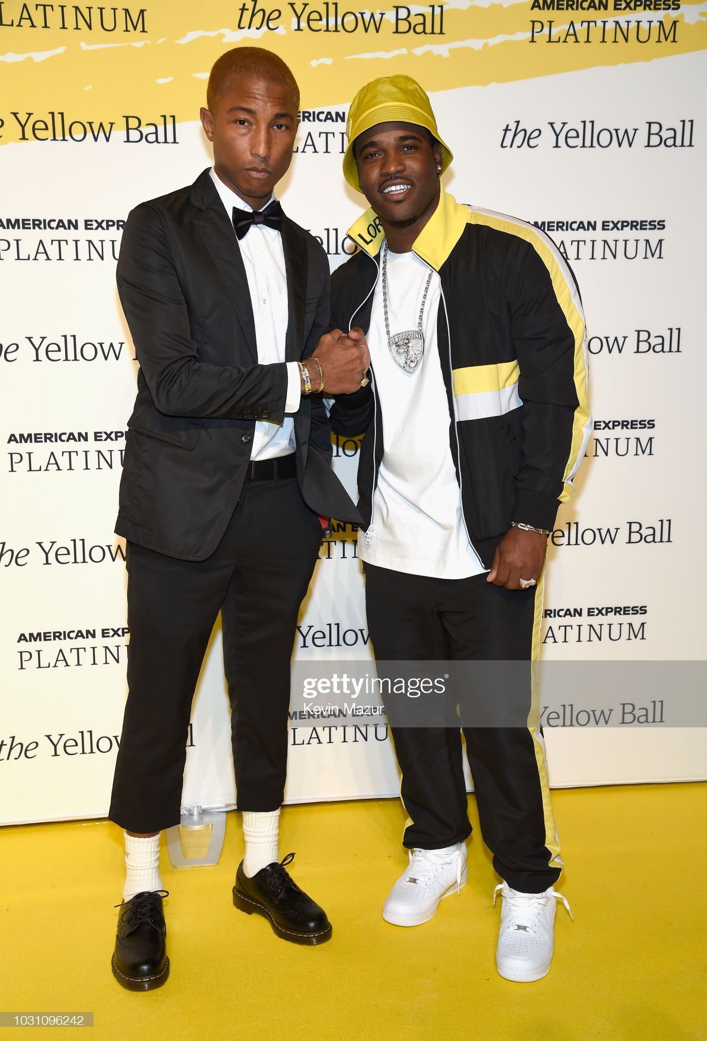 ¿Cuánto mide Pharrell Williams? - Altura - Real height Pharrell-williams-and-aap-ferg-pose-on-the-yellow-carpet-at-the-ball-picture-id1031096242?s=2048x2048