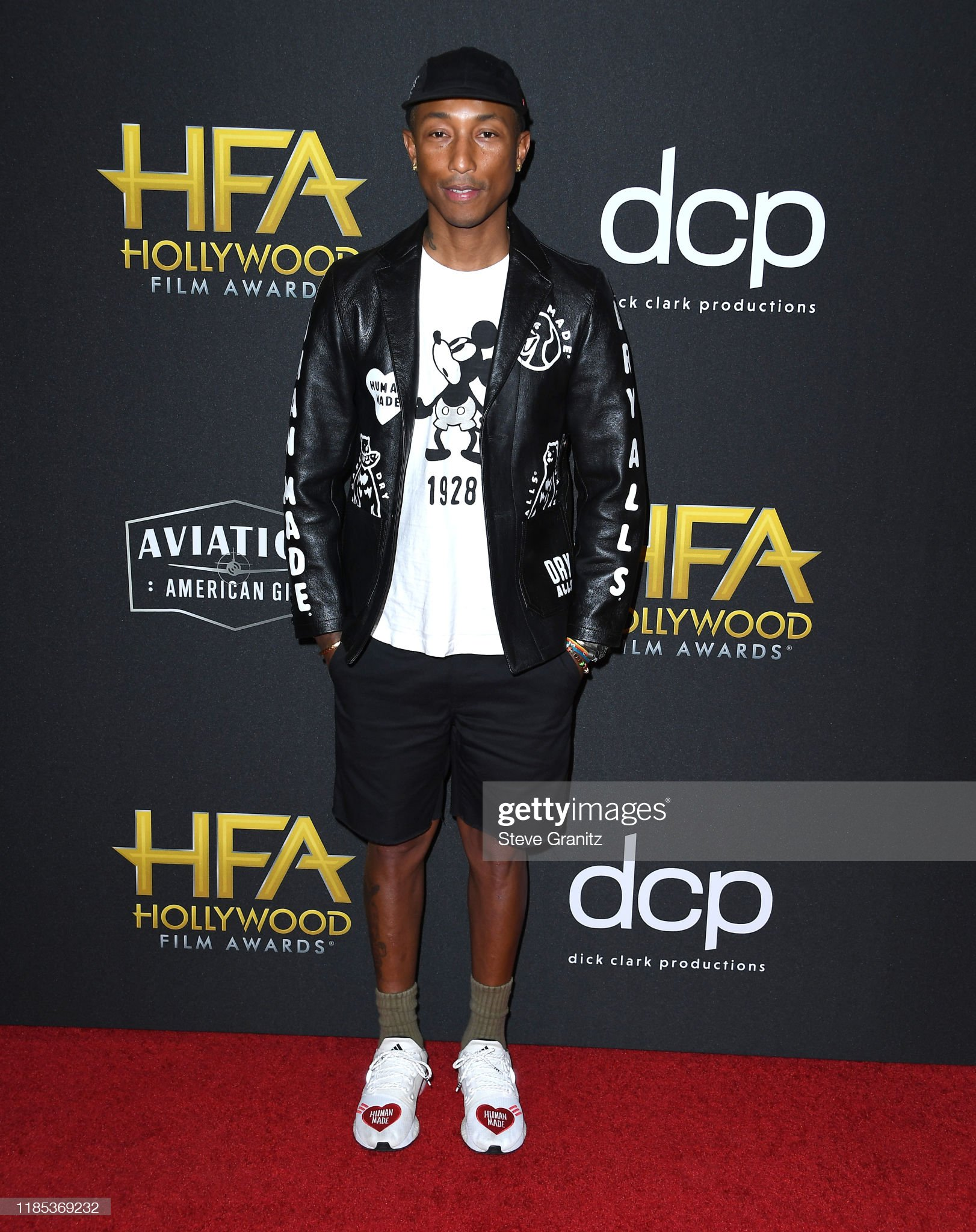 ¿Cuánto mide Pharrell Williams? - Altura - Real height Pharrell-williams-arrives-at-the-23rd-annual-hollywood-film-awards-at-picture-id1185369232?s=2048x2048