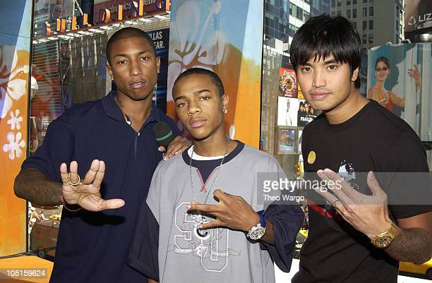 Pharrell Williams Bow Wow and Chad Hugo during Bow Wow and The Neptunes Visit MTV's TRL August 20 2003 at MTV Studios Times Square in New York City...