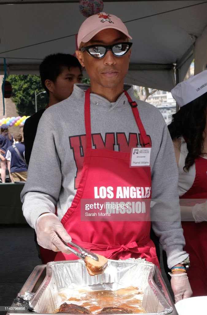 CA: The Los Angeles Mission Hosts Easter For The Homeless