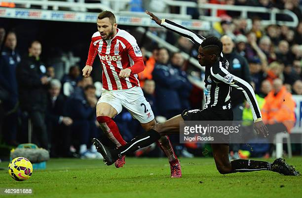 Phil Bardsley of Stoke City takes on Sammy Ameobi of Newcastle United during the Barclays Premier League match between Newcastle United and Stoke...