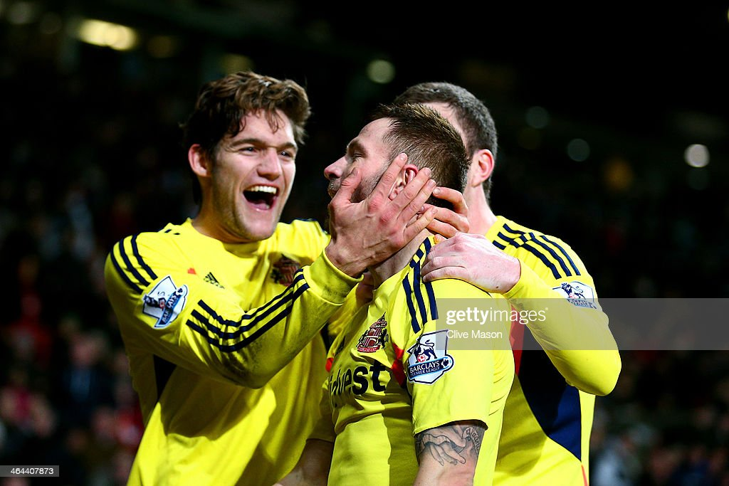 Phil Bardsley (L) of Sunderland celebrates with teammates after scoring his team's goal during the Capital One Cup semi final, second leg match between Manchester United and Sunderland at Old Trafford on January 22, 2014 in Manchester, England.