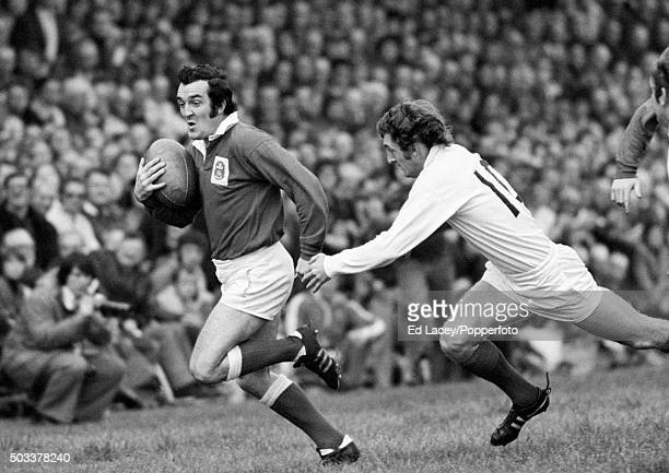 Phil Bennett in action for Llanelli against London Welsh, 18th October 1975.