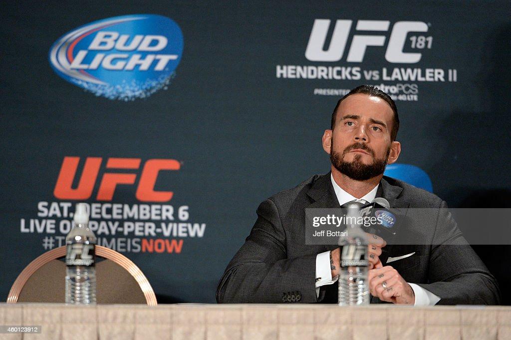 UFC 181 - Hendricks v Lawler - Post Fight Press Conference : News Photo