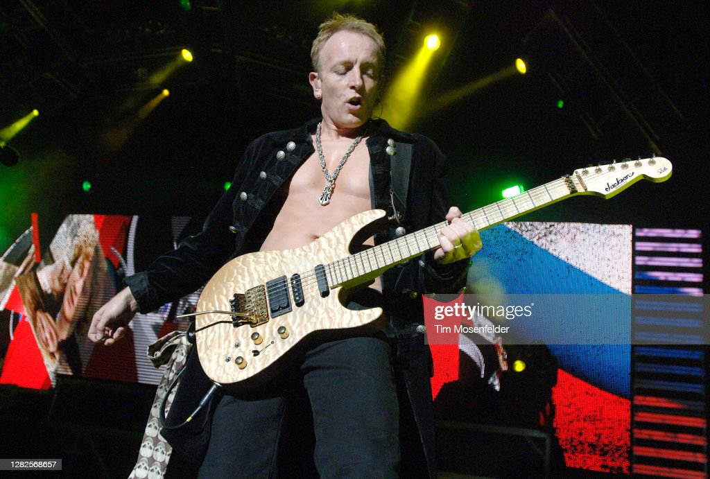 Def Leppard In Concert - Concord CA 2007 : News Photo