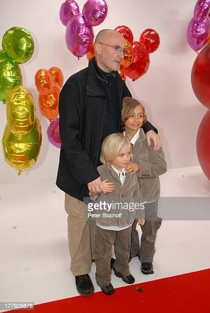Phil Collins Sohn Nicholas Sohn Matthew Mickys Fantastisches Fest zugunsten Ein Herz für Kinder Disneyland Resort Paris Walt Disney Studios...