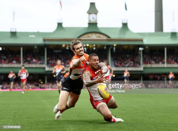 Phil Davis of the Giants spoils Lance Franklin of the Swans during the AFL Second Elimination Final match between the Sydney Swans and the GWS Giants...