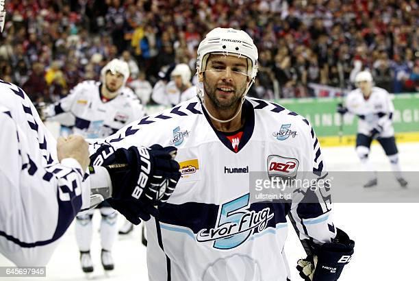 Phil Dupuis 3:1, Freude, Emotion, jubelnd, Jubel nach 3:1 , Sport, Eishockey, Deutsche Eishockey Liga DEL, Saison 2014 EHC Eisbären vs. Hamburg...