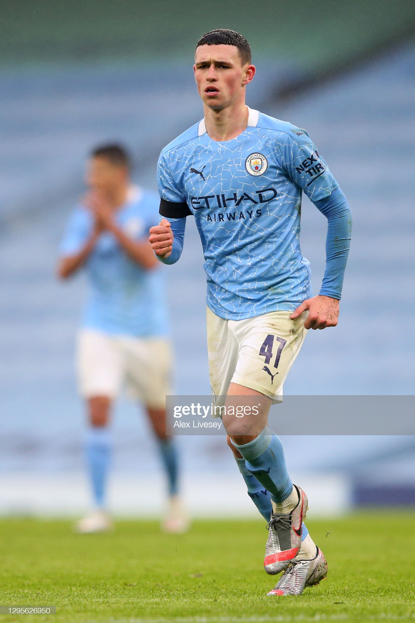 ¿Cuánto mide Phil Foden? - Altura - Real height Phil-foden-of-manchester-city-celebrates-after-scoring-their-sides-picture-id1295626950?s=2048x2048