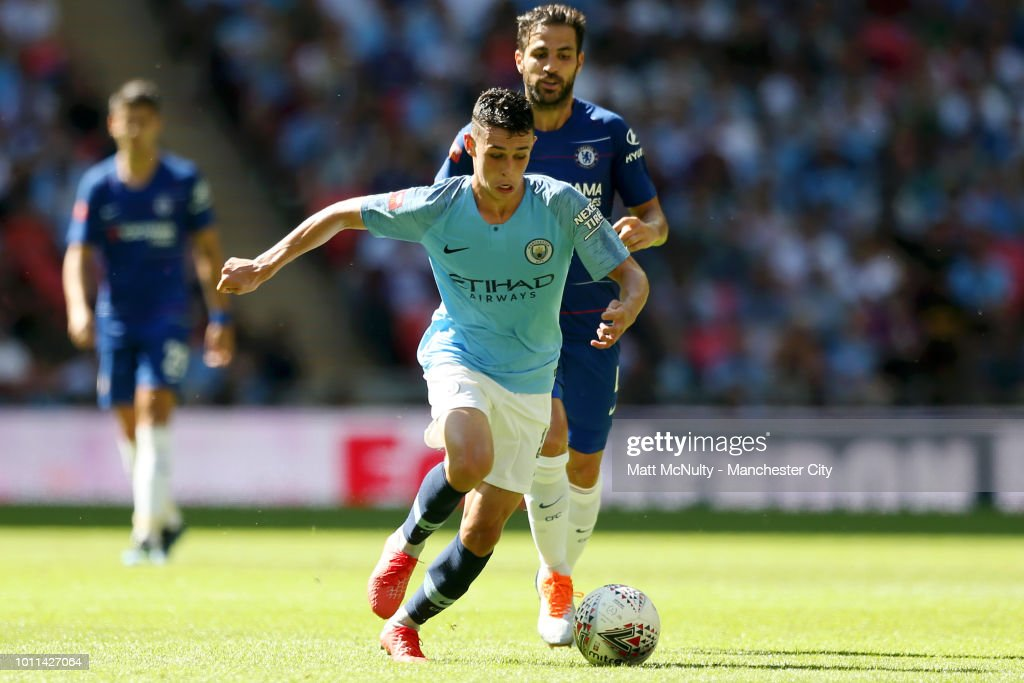 https://media.gettyimages.com/photos/phil-foden-of-manchester-city-is-challenged-by-cesc-fabregas-of-the-picture-id1011427064
